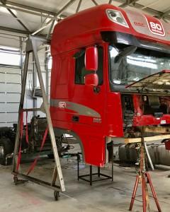 Процесс ремонта рамы тягача
